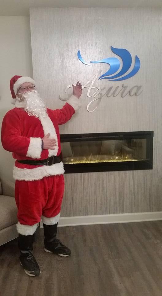 Santa visits Azura on December 21, 2016 from 5 p.m. until 7 p.m.